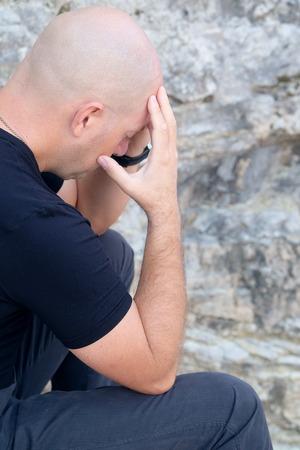 hombre fuerte: Retrato de un hombre calvo sufrió Foto de archivo