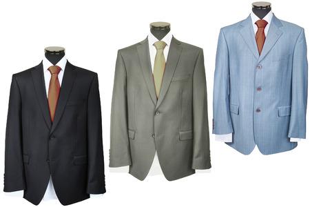 traje: abrigos bajo el fondo blanco