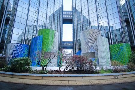 Défense, Paris, France, Février 9, 2016: gratte-ciel dans un quartier de Paris la Défense. En raison de son architecture moderne, ce quartier est appelé le Manhattan Paris Banque d'images - 52515159