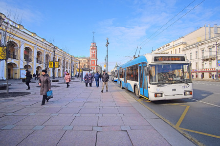 piter: St. Petersburg, Russia - March, 13, 2016: Trolleybus stop on Nevskiy prospect in St. Petersburg, Russia.