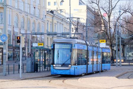 motor de carro: Helsinki, Finlandia - marzo 14, 2016: tranvía en Helsinki, Finlandia Editorial