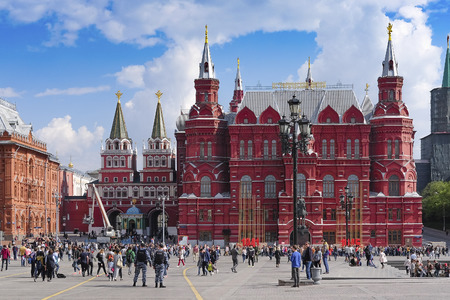 chiming: Moscow, Russia - May, 6, 2016: the square opposite to the Historical museum in Moscow, Russia Editorial