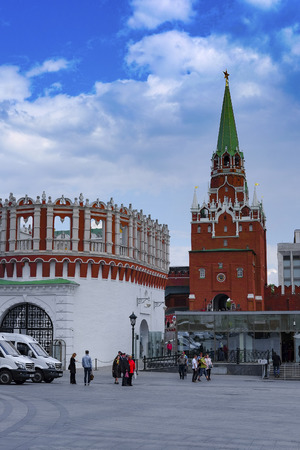 chiming: Moscow, Russia - May, 6, 2016: Troitskaya Tower of the Moscow Kremlin, Russia Editorial