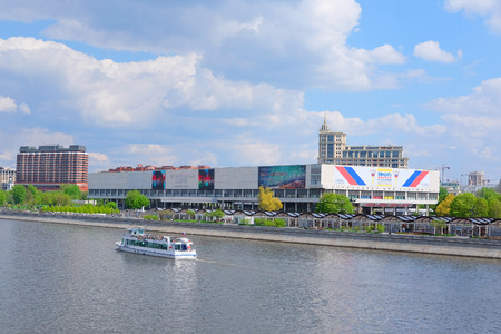 city park boat house: Moscow, Russia - May, 6, 2016: landscape with the image of Moscow river embankment in Moscow, Russia and the house of Tretyakovsky gallery on Krimsky Val