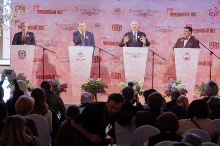 aleksander: Moscow, Russia - May, 23, 2016: ambassador of Italy in Russia Cesare Maria Ragaglini, businessman Mikhail Kusnirovich,  director of the La Scala Aleksander Pereira and Vladimir Urin, director of the Moscow Bolshoy Theatre on the press conference devoted t