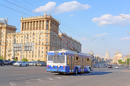 motor de carro: Moscow, Russia - May, 11, 2016:  bus drives down Kutuzov Prospect  in Moscow, Russia Editorial