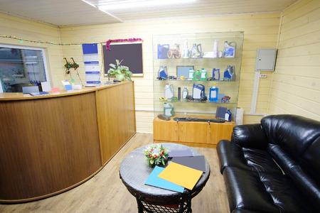 hall monitors: Reception of a car repair station Editorial