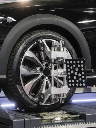 Target of the car wheel angle adjustment equipment