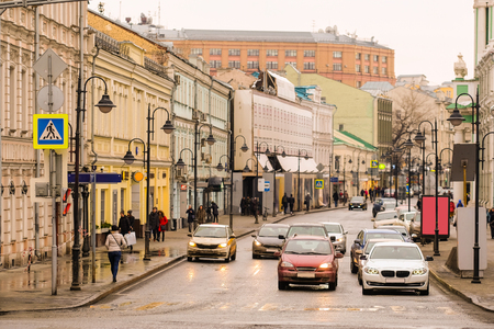 image of the traffic in the center of Moscow