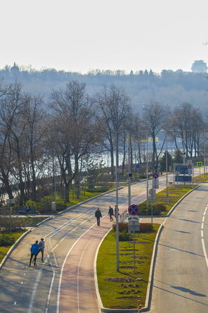 Moscow, Russia - April, 12, 2019:  embankment of Moscow river in the evening 新聞圖片