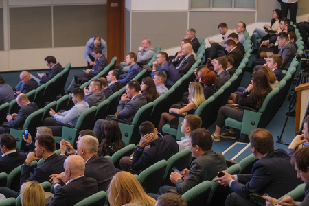 Moskou, Rusland - 12 april 2019: conferentie van de Russian Car Dillers Association in Moskou, Rusland