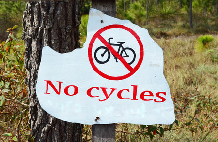 ciclos: Wooden no cycles sign with nature background at Phu Kradueng National Park, Loei province, Thailand