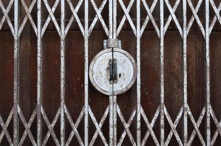 Closed fold rusty stretch door