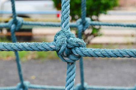 coordinacion: Close up image of weathered knot rope climbing net at children playground, as a symbol of trust, teamwork and collaboration Foto de archivo