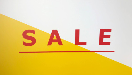 Sale sign on yellow and white advertisement cardboard Stock fotó