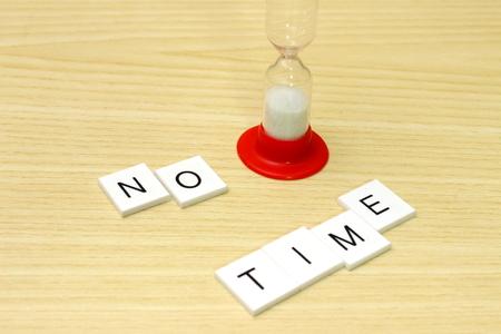 slogan: reloj de arena con lema