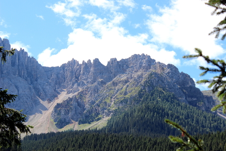 caresses: mountain