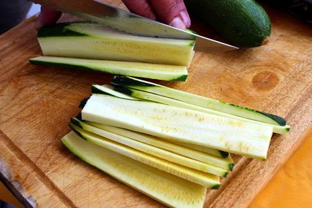 cutting: cutting zucchini