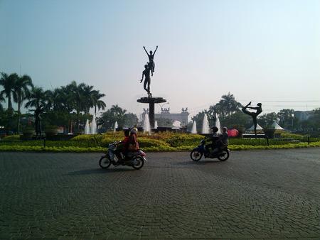 resident: statue of resident circle street