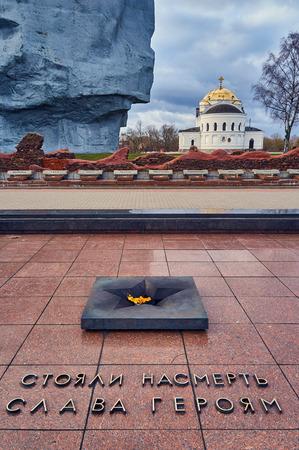 seconda guerra mondiale: Brest, Belarus - December 28, 2016: The eternal fire and Main Monument Bravery in War Memorial Complex Brest Hero-Fortress