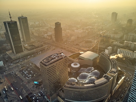 WARSAW, POLAND - DECEMBER 01, 2018: Beautiful panoramic aerial drone view to the center of Warsaw City and Zlote Tarasy (Golden Terraces) - commercial, office, and entertainment modern complex Zdjęcie Seryjne - 115360291