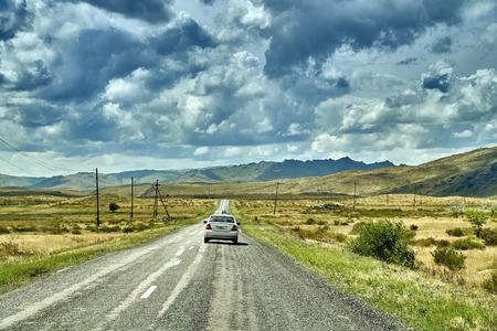 Beautiful landscape of steppe and stone mountains along the road from the city of Ust-Kamenogorsk to the Sibiny lakes (RU: Sibinskiye Ozora: Sadyrkol, Tortkara, Shalkar, Korzhynkol), East Kazakhstan Stock Photo