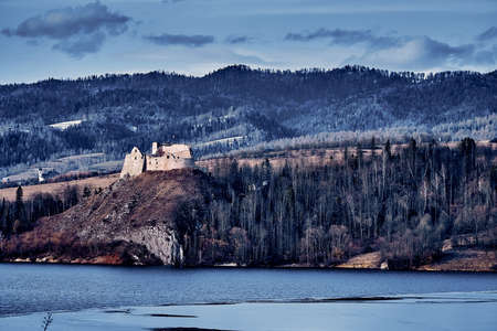 Beautiful panoramic view to the ruins of Czorsztyn Castle, located in the southernmost part of Poland in Czorsztyn, at Czorsztyn Lake within Pieniny National Park borders, near Niedzica Castle, PL Stock fotó