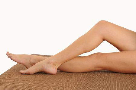 piernas mujer: Las piernas de un joven en un woman.Lying masaje table.Relaxing.