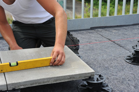 floor level: Laying of terrace boards Stock Photo