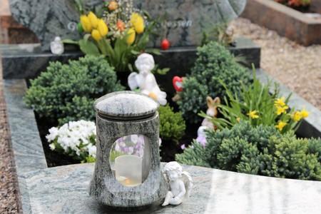 Grave design, tomb, care of graves Фото со стока - 76412562