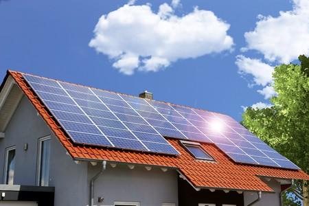 Roof with solar panels Standard-Bild