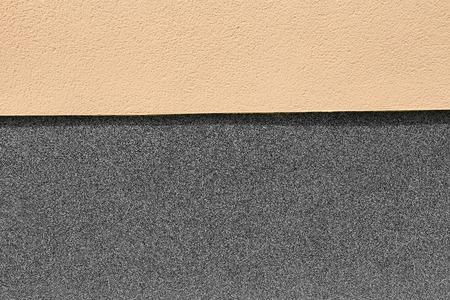 Socle de maison avec puce en pierre Banque d'images - 81707563