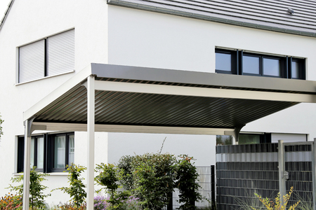 Aluminum carport on residential home 스톡 콘텐츠