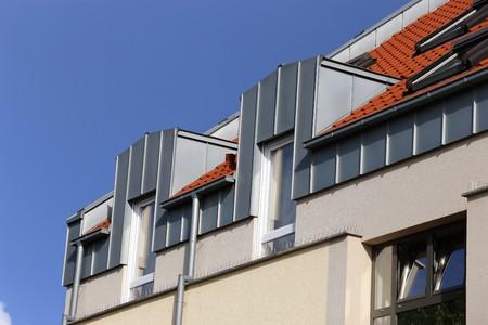 스테인리스 클래딩과 함께 지붕 기