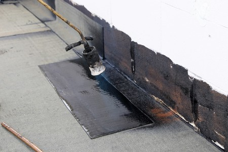 Waterproofing flat roof with bitumen 版權商用圖片