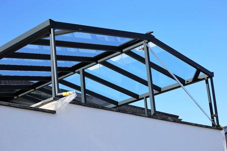 Nowoczesne wysokiej jakości zadaszenie balkonu, zadaszenie tarasu Zdjęcie Seryjne