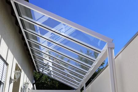 ガラス付きコートヤードキャノピー