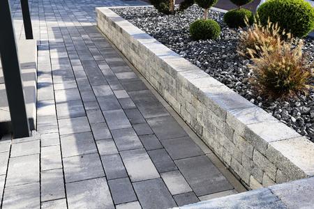 Modern front garden Standard-Bild