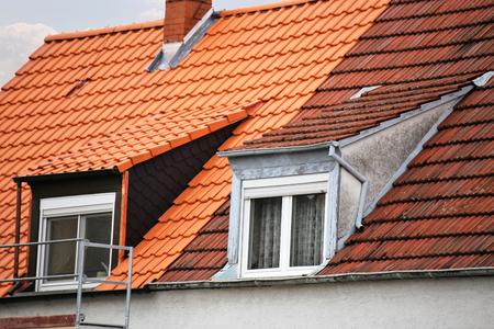Casa adosada con techo y techo antiguo