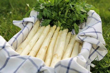 White asparagus decorated in a wooden box