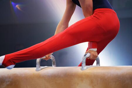 Detailed view of a gymnastic on the pommel horse Foto de archivo - 127443851