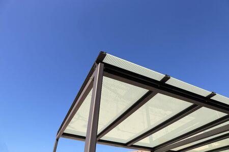 Rispettivamente tettoia o posto auto coperto di alta qualità