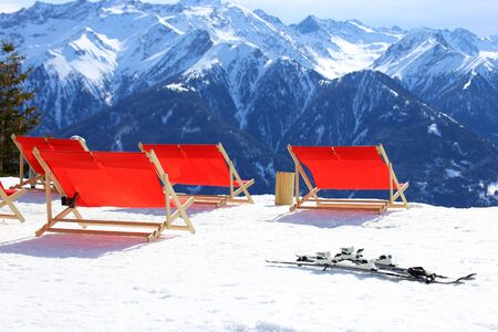 Deck chairs in a winter sports area Banque d'images