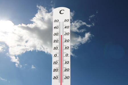 Symbol image: Thermometer in front of blue sky shows warm temperatures