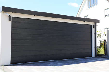 Modern new garage door (sectional door) Banco de Imagens