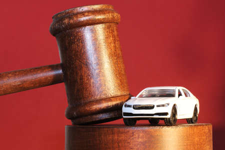 Close up of a judge's gavel as a symbol image of a court decision related to car and road traffic Banque d'images