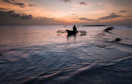 伝統的なボートの漁師 写真素材