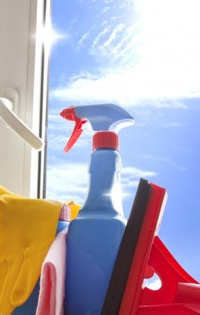 d�sinfectant: Kit de nettoyage pour l 'aspirateur sur la fen�tre