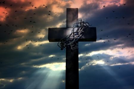 corona de espinas: cruz corona de espinas y