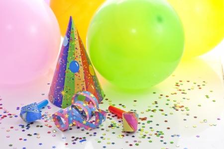 globos de cumpleaños: Parte de colores de fondo de cumpleaños con globos de año nuevo